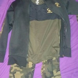 Boys size 5/6 3 piece joggers outfit